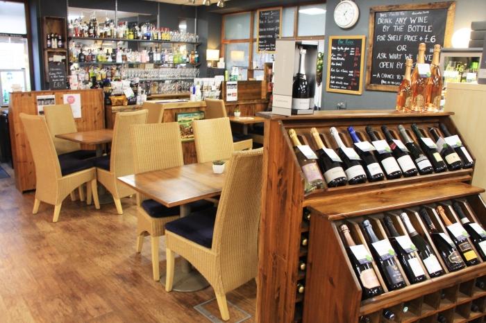 Ann et Vin interior tables