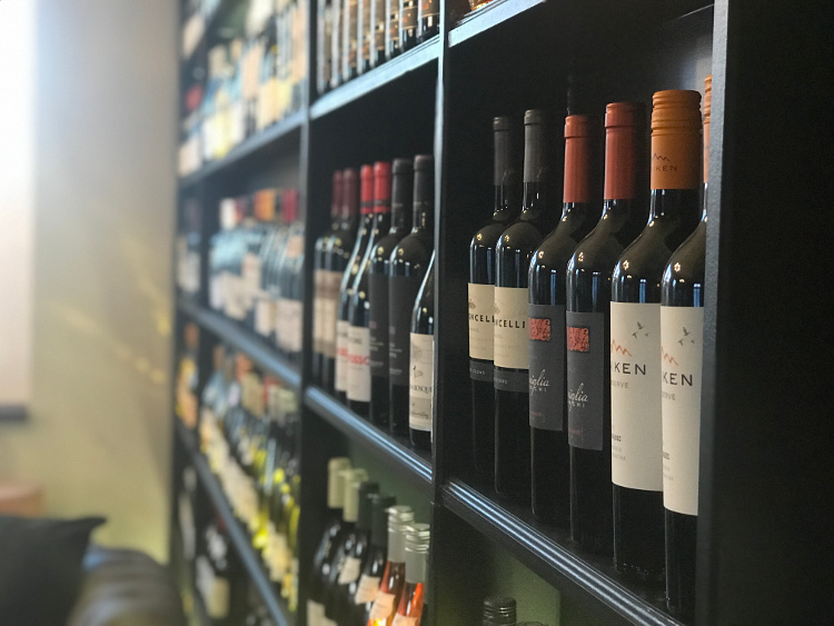 Winelibrary_wall